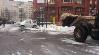 Вывоз снега с дворовой территории заказать