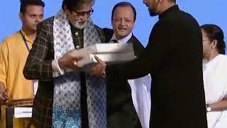 12 Nov, 2018: Bollywood stars, Shah Rukh, Amitabh Bachchan dazzle at Kolkata film fest - ANIINDIAFILE