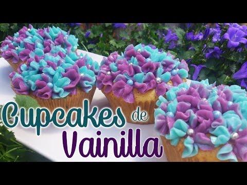 Receta de cupcakes de vainilla decorados con hortensias de merengue suizo
