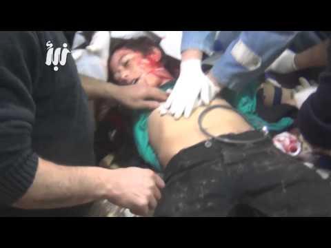 مجزرة مروعة  و مقاطع مؤلمة من داخل المشفى البلد الميداني بعد استهداف احياء درعا البلد بالبراميل +18