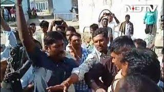 TDP और YSR कांग्रेस के कार्यकर्ताओं मेंं मारपीट में उम्मीदवार घायल,हवाई फायरिंग - NDTVINDIA