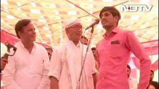 दिग्विजय के मंच से मोदी की तारीफ करने वाला युवक सम्मानित - NDTVINDIA