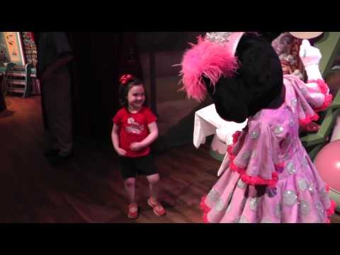 Meeting & Dancing with Minnie Mouse