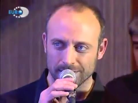 Halit Ergenç....is singing ''Mazi Kalbimde'' Beyaz show 2006 (translation below)