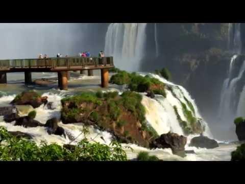 Widok wodospadu Iguazu na granicy argentyńsko-brazylijskiej wart jest każdych pieniędzy.