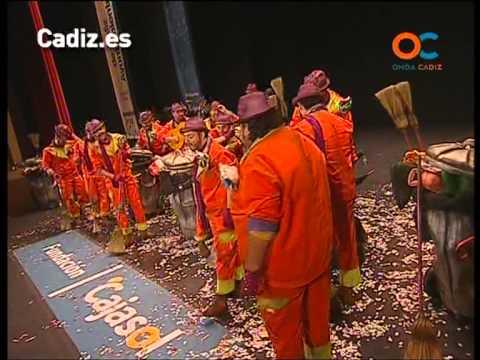 La agrupación Juanito el papelera llega al COAC 2013 en la modalidad de Comparsas. En años anteriores (2011) concursaron en el Teatro Falla como El cante los puerto, consiguiendo una clasificación en el concurso de Cuartos de final.