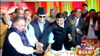 Samajwadi Party Chief Mulayam Singh Yadav celebrates his birthday - INDIATV