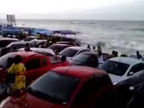 Carros atolados em praia de São Luis - MA