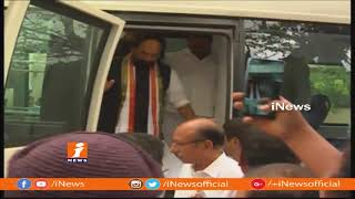 TPCC Chief Uttam Kumar Reddy Inspects Special Bus For Rahul Gandhi Tour | iNews - INEWS