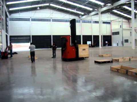 Curso de Operação de Empilhadeiras - ASM Treinamentos - Retrátil - 41 3227-5733 - Forklift Course