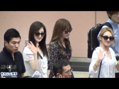 120609 SNSD Jessica Seohyun @ Taiwan Airport