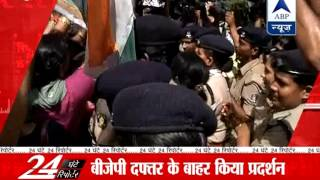 Congress' women wing workers protest against Jaitley's rape remark - ABPNEWSTV