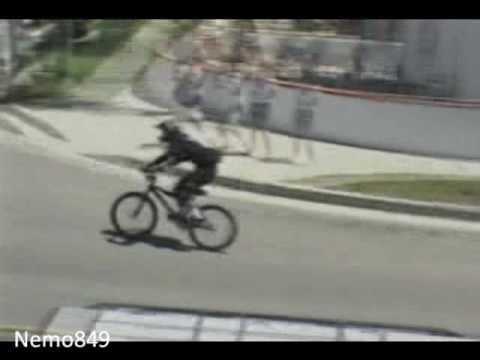 Funny stuff - Jackass - Mountain bike roof jump fail