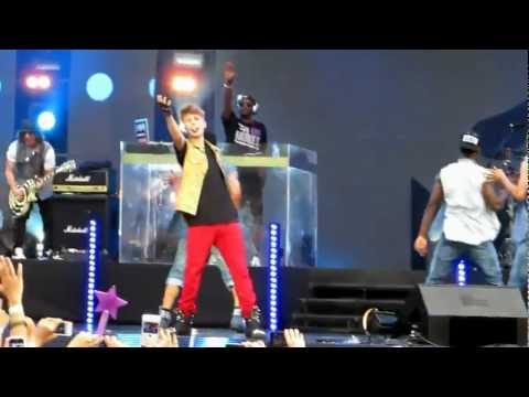 Justin Bieber- As Long As You Love Me Live in MTV World Stage 2012