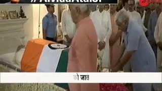 People line up in long queues to pay homage to Atal Bihari Vajpayee - ZEENEWS