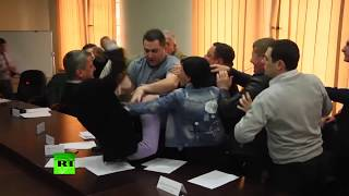 Bloody nose & head injury: Fist fight erupts between members of opposition parties in Georgia - RUSSIATODAY