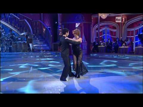 Ballando con le Stelle 2012 prima puntata:il tango di Lucrezia L. della Rovere e Simone di Pasquale
