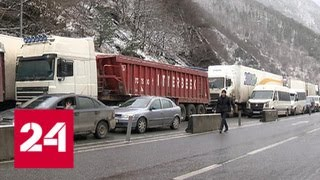 В Грузию лучше не ехать: на дорогу обрушилась лавина