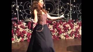 بالفيديو ميريام فارس تضيء سماء قطر بإطلالة براقة ورقصة خليجية رائعة