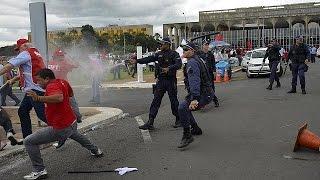7 جرحى في مظاهرات عُمَّالية بالبرازيل