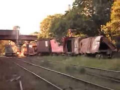 Trem com vagões acidentados em Limeira SP