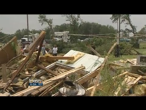 Perry views tornado damage in North Texas