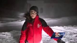 بالفيديو.. الطقس السيئ يمنع مراسلة من تقديم أخبار النشرة الجوية