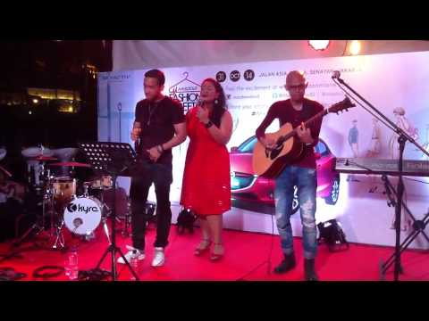 BubuGiri & Maruli Tampubolon - Love Never Felt So Good (Cover) @ Mazda Fashion Street 2014