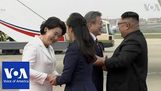 Kim Welcomes Moon at Pyongyang Airport - VOAVIDEO