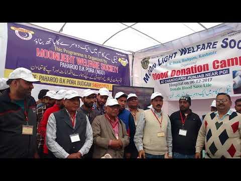 <p>ट्राइसिटी में रक्तदान शिविर तो आए दिन लगाते जाते हैं पर आज नया गांव (जिला मोहाली) में एक अनूठा रक्तदान शिविर लगाया गया जहां 60 कश्मीरी लोगों ने भारत माता की जय और कश्मीर से कन्याकुमारी तक भारत एक है के नारों के साथ रक्तदान किया।</p>