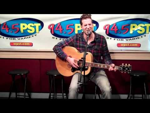 "Matt White performs ""Falling In Love With My Best Friend"" in the PST Live Lounge"