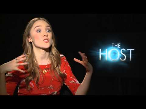 Saoirse Ronan 'The Host' Interview - Playing Two Characters & Kissing Scenes!