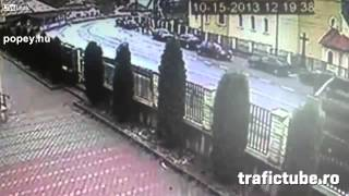 Faszállító kamion felborult