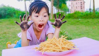 Kids Play Throws Bowling Make French Fries! Kids Johny Johny Yes Papa Song Children