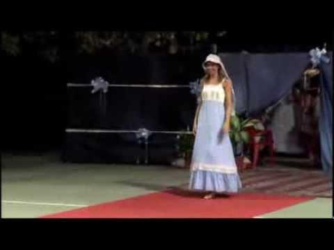 Sfilata spettacolo di abiti da film anni 50,20-30 e 800