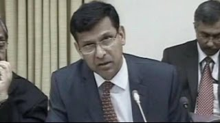 Raghuram Rajan springs a big surprise, keeps rates unchanged - NDTV