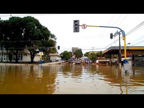 Cheia do Rio Madeira   21.02.2014 BARCOS PELAS RUAS【S.RIO】