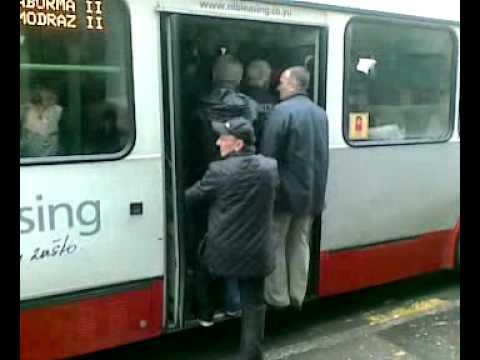 """On ulazi u bus i kad """"sredina neće malo napred"""""""
