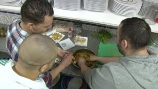 | Koken met Salaheddine: Kip met olijven en amandelen