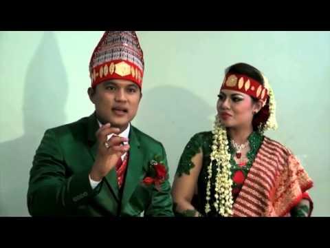 Menikah, Posan Gelar Prosesi Adat Batak Selama 7 Jam