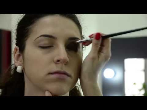 Smokey eyes - Scoala de cosmetica, make-up artist si masaj Styllia
