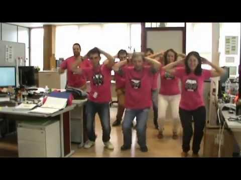Autoexplorate El baile de Avon contra el cancer de mama