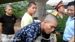 CS Choáng váng khi khám cốp xe của giang hồ chém mướn... :-O Kinh!!!