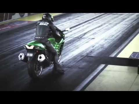 Kawasaki ZZR 1400 2012 vs Suzuki Hayabusa 1300 2011