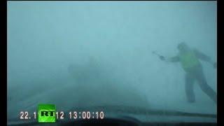 Сотрудник ДПС спас водителя в метель
