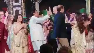 Shah Rukh Khan makes Hillary Clinton dance on Bollywood songs and it's unmissable - NEWSXLIVE