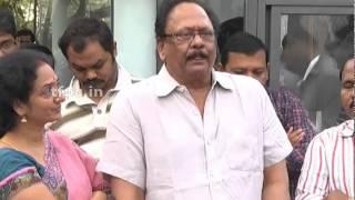 Krishnam Raju pay homage to Dr  Rama Naidu - TFPC