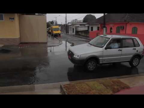 Maré alta prejudica travessia da balsa e fecha canal do Porto de Santos