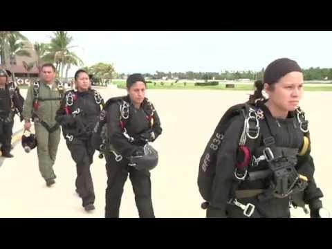 Mujer Militar del cielo a la Misión.