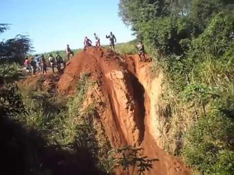 TRILHA DE MOTO - MORRO DO DESAFIO - 1º ENCONTRO DE TRILHEIROS OS PORCO SORTO EM CARLOS DO IVAÍ
